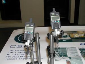 MIcrometri a regstrazione dati per rilevare spostamenti di centesimo e millesimo di millimetro